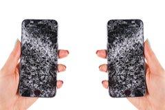 Vrouwenhand die het moderne mobiele smartphone gebroken scherm en schade houden Verpletterde Cellphone en kras Vernietigd apparaa stock foto's