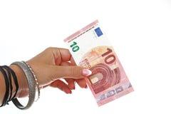 Vrouwenhand die tien euro Europese geldrekening op geïsoleerde witte knipselachtergrond houden Studiofoto met studioverlichting Royalty-vrije Stock Foto's