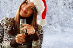 Vrouwenkerstmis het jonge mooie glimlachen Royalty-vrije Stock Afbeelding