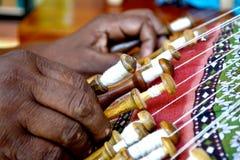 Vrouwenkloskant die Sri Lanka werken stock afbeeldingen