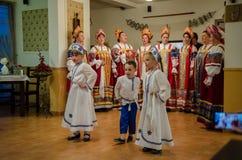 Vrouwenkoor die traditionele Lipovans-liederen in Deltadunarii zingen Stock Afbeeldingen