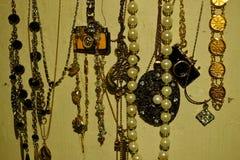 vrouwenmeisjes jewelries stock afbeeldingen