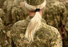 Vrouwenmilitair Vrouw in leger stock afbeeldingen