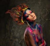Vrouwenmuse met creatief lichaamsart. Stock Foto's