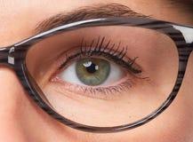 Vrouwenogen met oogglazen stock afbeeldingen