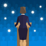 Vrouwenpoliticus achter het podium terug naar de mensen vector illustratie