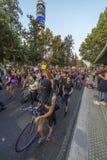 Vrouwenprotesteerders die in Santiago de Chile tijdens 8M International Womens Day rusten royalty-vrije stock afbeeldingen