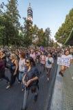 Vrouwenprotesteerders die in Santiago de Chile tijdens 8M International Womens Day rusten royalty-vrije stock foto's
