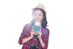 Vrouwenreis De jonge mooie Aziatische holding van de vrouwenreiziger passp Royalty-vrije Stock Foto