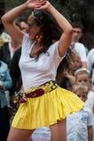 Vrouwensalsa die in de straat op hoofdplaats dansen stock fotografie