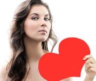 Vrouwenschoonheid met de rode liefde van de hartvalentijnskaart ` s Royalty-vrije Stock Foto