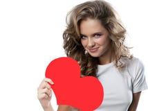 Vrouwenschoonheid met de rode liefde van de hartvalentijnskaart ` s Stock Fotografie