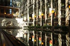 Vrouwenstandbeeld bij Wereldhandelscentrum van Montreal Royalty-vrije Stock Foto's