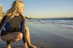 Vrouwensurfer Royalty-vrije Stock Fotografie
