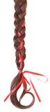 Vrouwenvlecht met een rode die boog wordt op wit wordt geïsoleerd verfraaid dat. Royalty-vrije Stock Afbeeldingen
