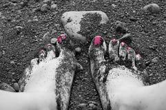 Vrouwenvoeten en zand Stock Foto's