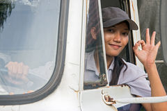 Vrouwenvrachtwagenchauffeur Stock Foto