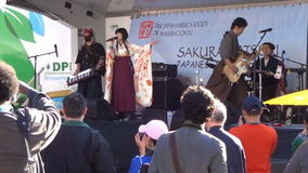 Vrouwenzanger bij het Japanse Festival stock videobeelden