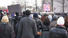 Vrouwenzanger bij het Protest stock video