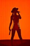 Vrouwenzanger Cleo Panther van de band van Parov Stelar levend zingen  Royalty-vrije Stock Foto's