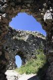 Vrsatec城堡的遗骸 免版税库存图片
