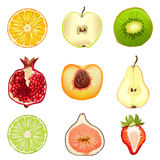 Vruchten, bessen, half, die op witte achtergrond worden geïsoleerd Stock Foto