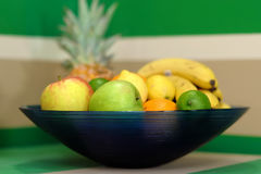 Vruchten in een kom Royalty-vrije Stock Afbeeldingen