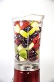 Vruchten in een mixer Stock Afbeeldingen