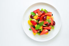 Vruchten en bessensalade stock foto