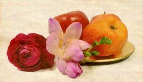 Vruchten en bloemen stock foto