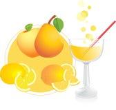 Vruchten en glas met sap Stock Afbeeldingen