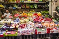 Vruchten en groenten bij de middenmarkt Stock Foto