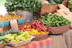 Vruchten en groenten bij markt Royalty-vrije Stock Foto's
