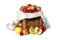 Vruchten en groenten die op wit worden geïsoleerdl Royalty-vrije Stock Foto's