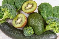 Vruchten en groenten die vitamine K, kalium, natuurlijke mineralen en dieetvezel bevatten royalty-vrije stock foto's