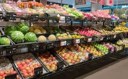 Vruchten en groenten in een Kruidenierswinkelopslag Royalty-vrije Stock Fotografie