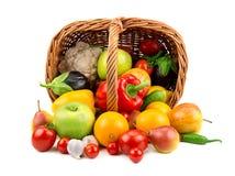 Vruchten en groenten in een mand Royalty-vrije Stock Fotografie