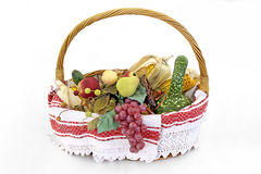 Vruchten en groenten in mand Royalty-vrije Stock Foto