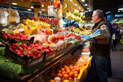 Vruchten en groenten in markt royalty-vrije stock foto's