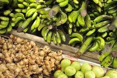 Vruchten en Groenten op Marktkramen royalty-vrije stock afbeelding