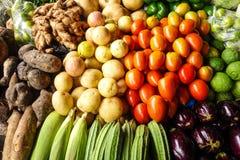 Vruchten en groenten voor verkoop stock afbeelding