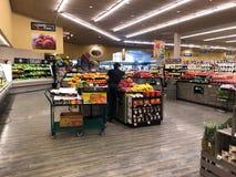 Vruchten en Groentenafdeling in een Supermarkt royalty-vrije stock fotografie