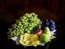 Vruchten en kaas Royalty-vrije Stock Foto's