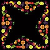 Vruchten kader dat met verschillende vruchten over donkere achtergrond wordt gemaakt, hij Stock Fotografie