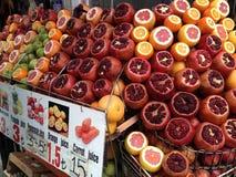 Vruchten markt in Istanboel, Turkije stock foto's