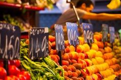 Vruchten markt, in La Boqueria, de beroemde markt van Barcelona stock foto
