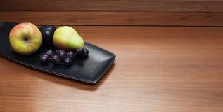 Vruchten op de houten lijst Stock Foto
