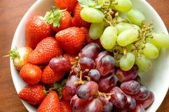 Vruchten op de kom Stock Foto's