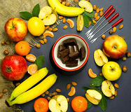 Vruchten op een blauwe achtergrond Stock Afbeeldingen