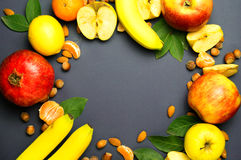 Vruchten op een blauwe achtergrond Stock Afbeelding